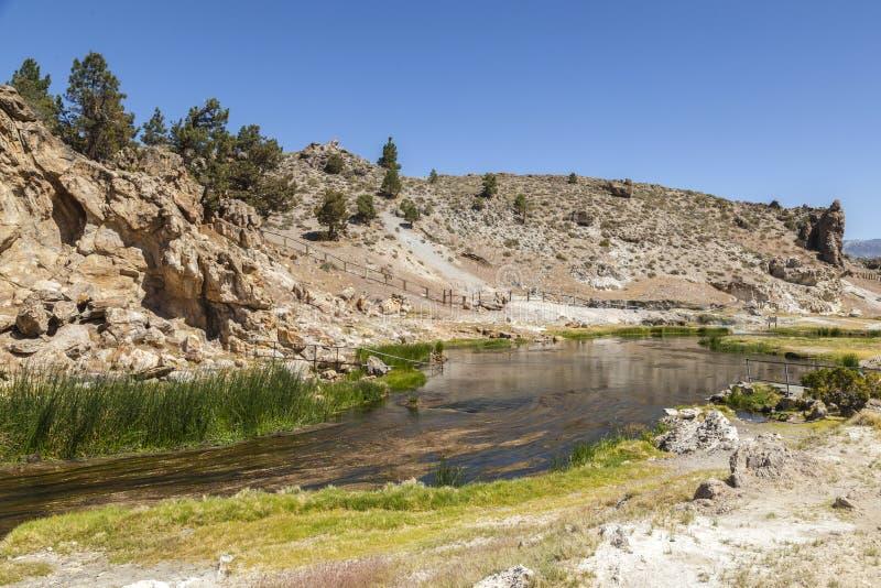 地质热的小河的温泉城 免版税图库摄影