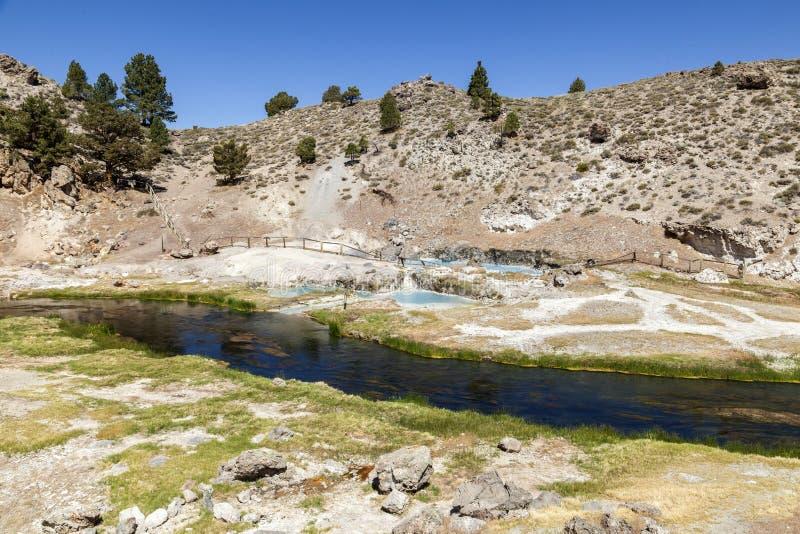 地质热的小河的温泉城 库存照片