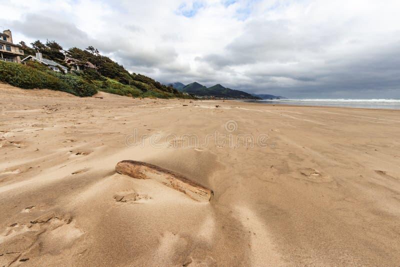 坎农海滩是美国俄勒冈州克拉索普县的一座城市,在雨暴前,天气异常,旅游,旅游,沙滩, 免版税库存图片
