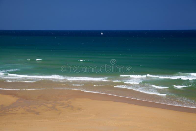 坎塔布里亚,肋前缘Quebrada,美丽的宽沙滩 图库摄影