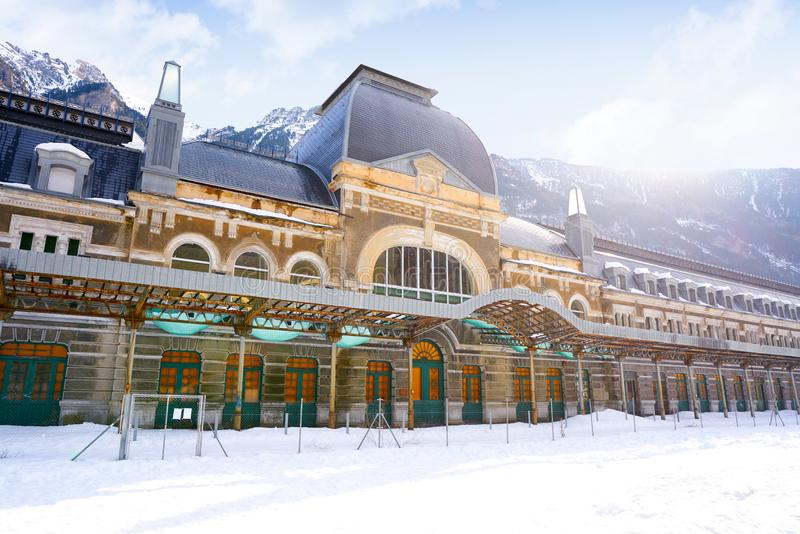 坎弗兰克火车站在比利牛斯的西班牙韦斯卡省 免版税库存照片