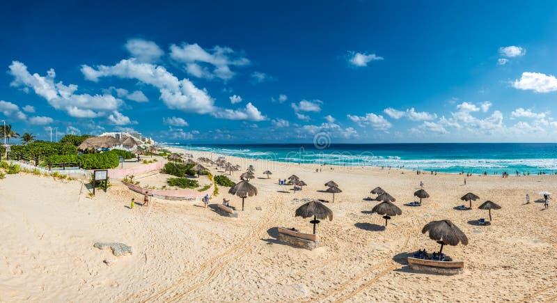 坎昆海滩全景,尤加坦,墨西哥 免版税库存图片