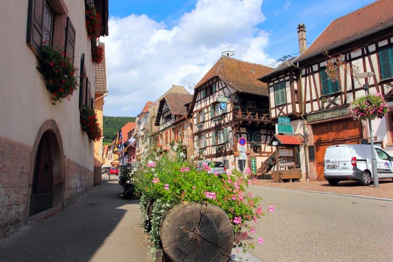 坎特赞,法国- 2017年8月9日:村庄kintzheim的,阿尔萨斯,法国传统房子 免版税图库摄影