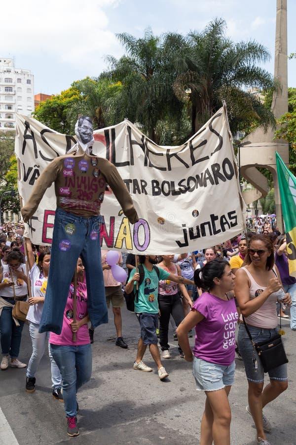 坎皮纳斯, São保罗,巴西- 2018年9月29日 反对Jair Bolsonaro的国庆节妇女 图库摄影