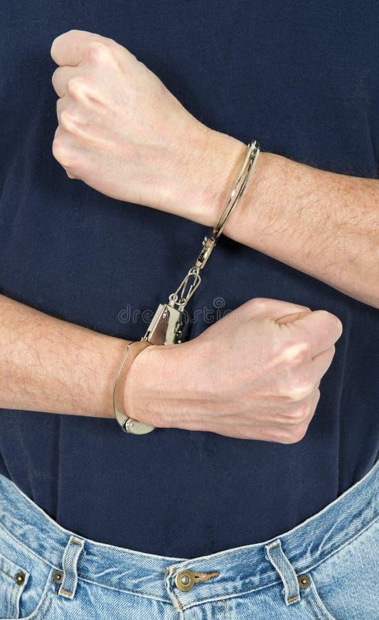 坏弯曲处、人佩带的手铐、治安 免版税库存照片