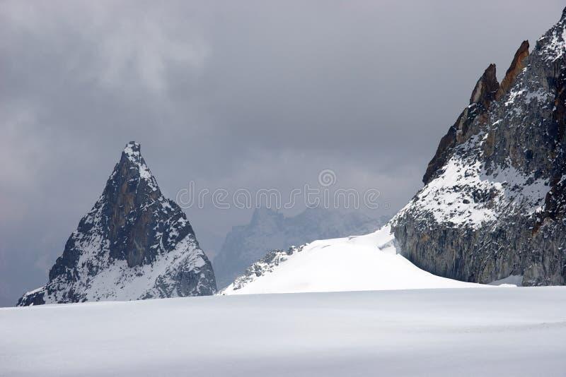 坏横穿冰川喜马拉雅山尼泊尔天气 免版税库存照片