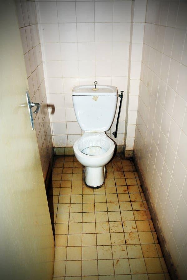 坏的公共厕所