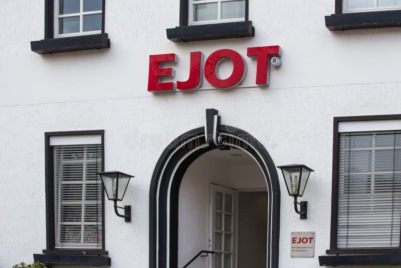 坏berleburg,北莱茵-威斯特伐利亚州/德国- 16 10 18 :在一个大厦的ejot标志在坏berleburg德国 库存图片