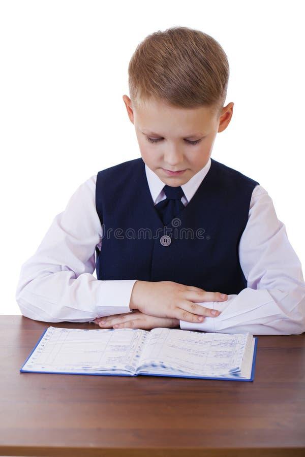坐在书桌的十年高中学生 免版税图库摄影
