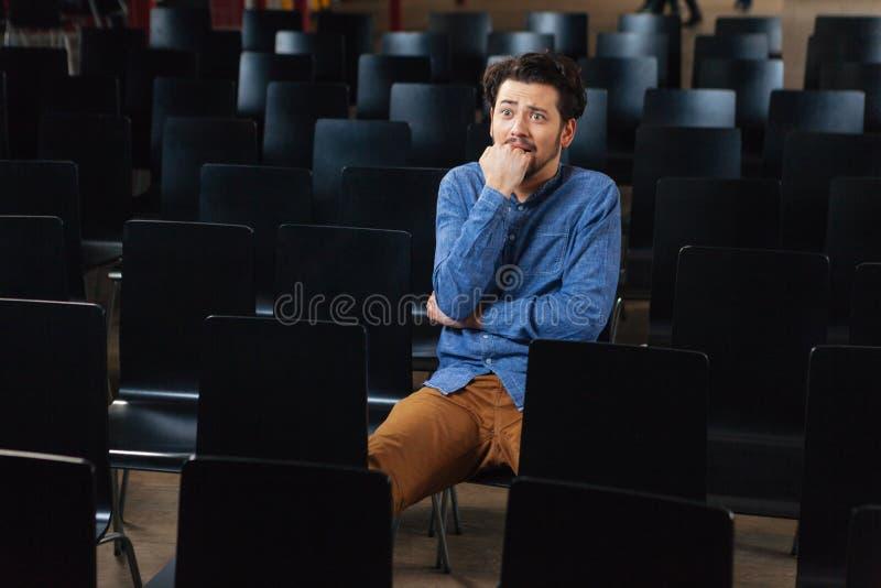 坐在会场里的被注重的人 图库摄影