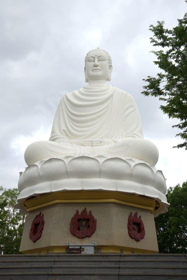 Download 坐在塔长的夏恩的菩萨大雕象 nha trang越南 库存图片. 图片 包括有 越南, 宗教信仰, 佛教, 雕象 - 72363313