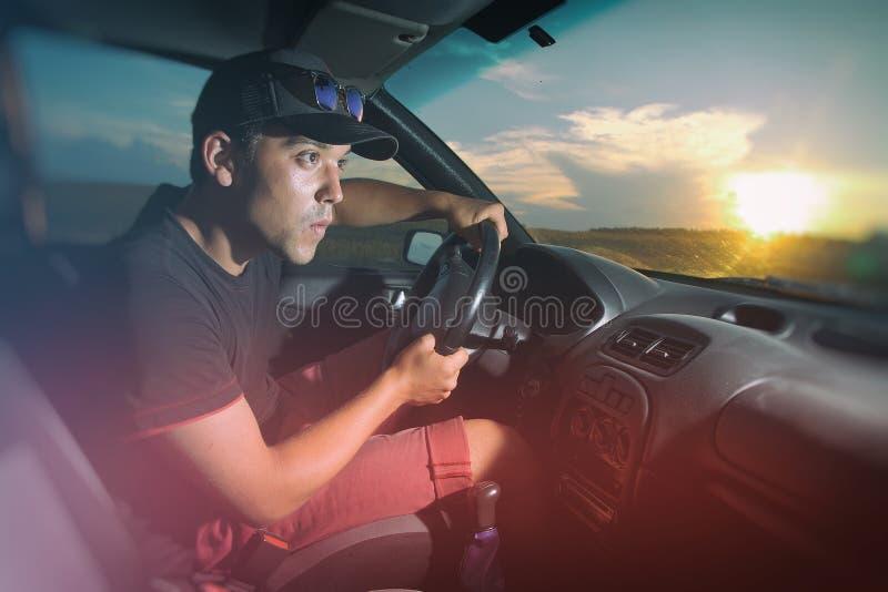 坐在汽车的人 免版税库存照片