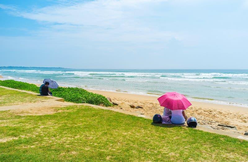 坐在海滩 库存图片