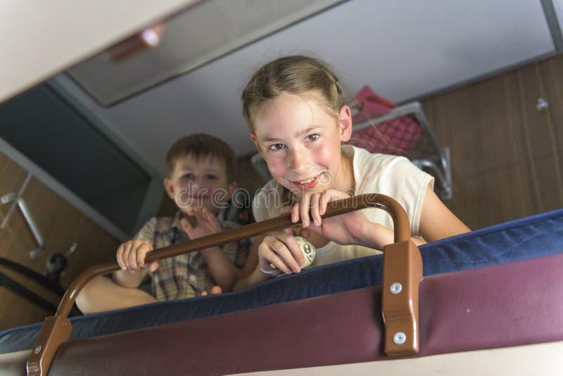 坐在火车隔间的家庭 库存图片