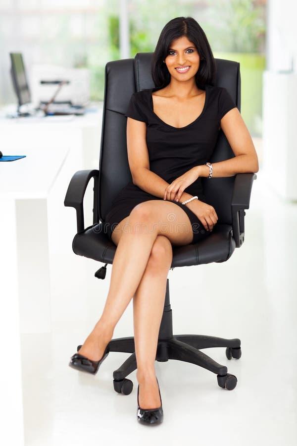 美丽的女实业家办公室 图库摄影