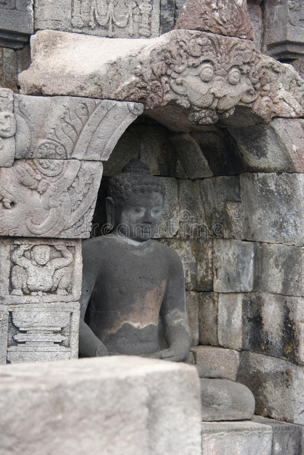 坐婆罗浮屠寺庙的,日惹,印度尼西亚菩萨的图象 库存照片