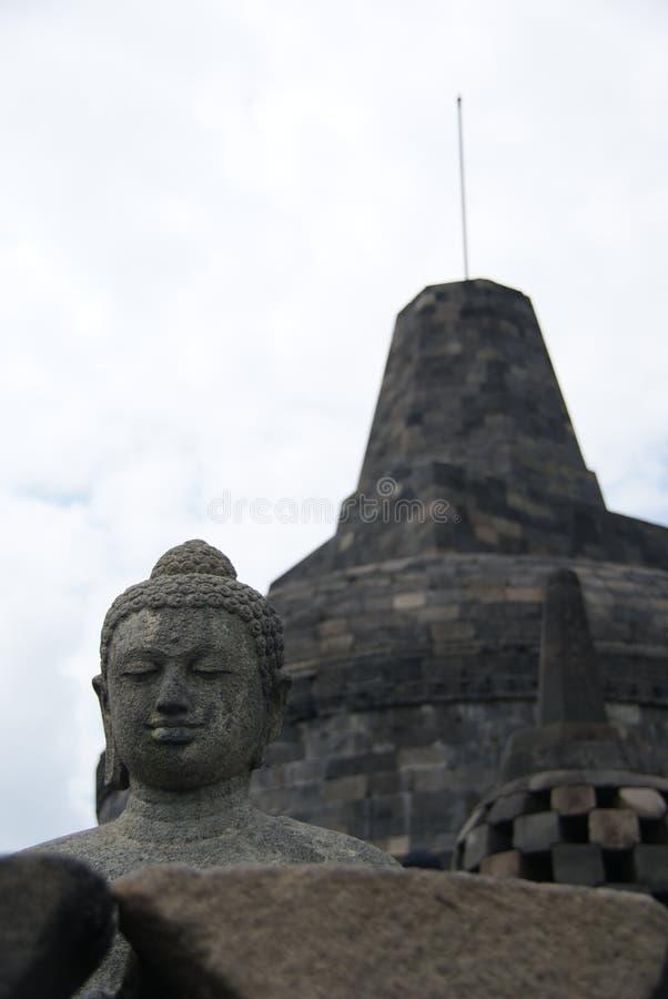 坐婆罗浮屠寺庙的,日惹,印度尼西亚菩萨的图象 库存图片