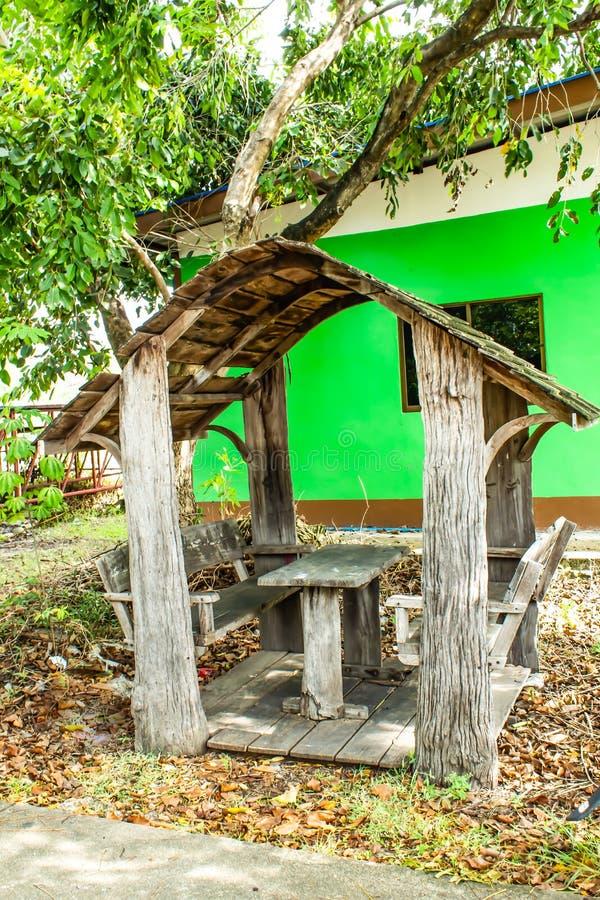 坐的凹室在公园 免版税库存照片