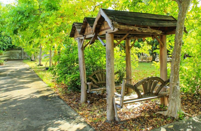 坐的凹室在公园 免版税图库摄影