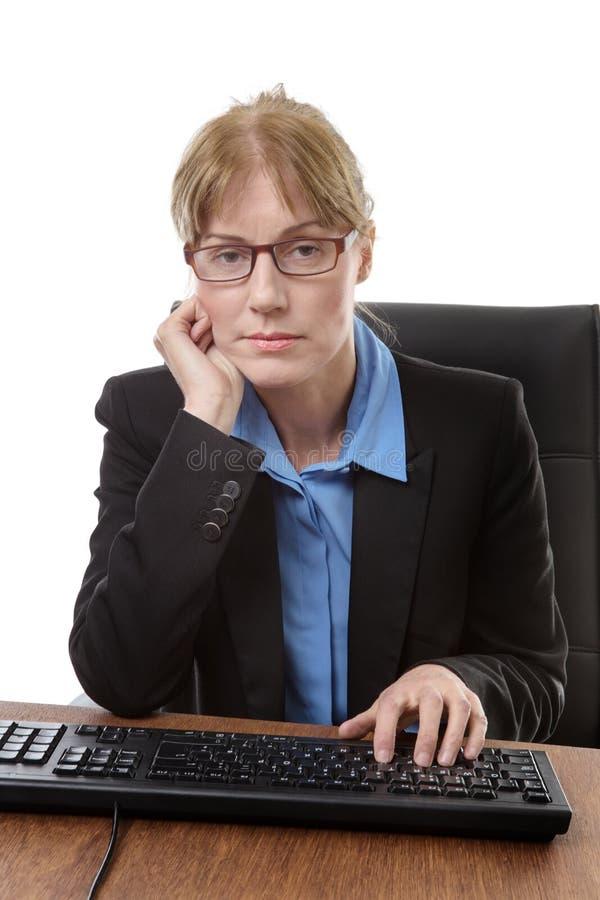 坐的办公室工作者 库存照片