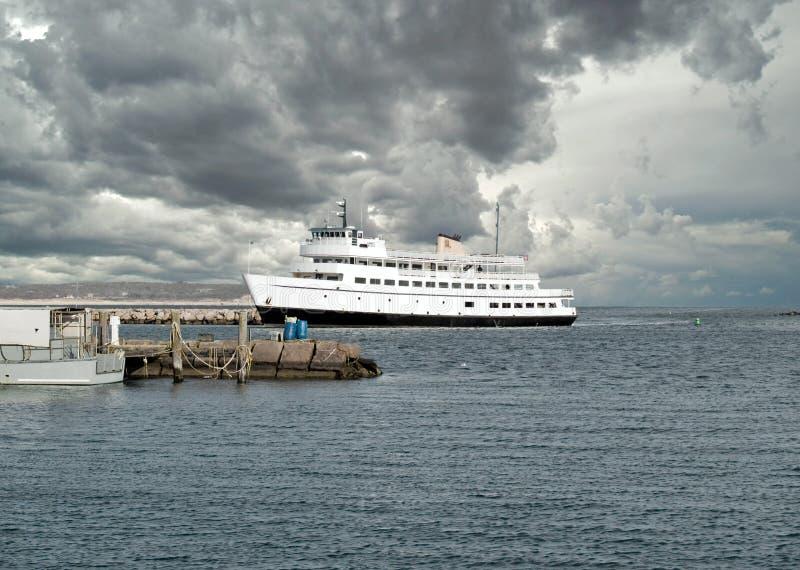 块小船轮渡海岛ri 免版税库存照片