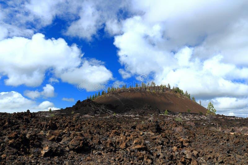 块熔岩和灰火山在纽贝里国家历史文物,俄勒冈 免版税库存照片