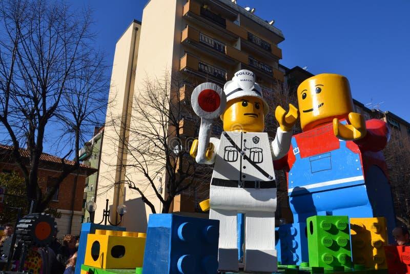 块狂欢节浮动lego 免版税库存照片
