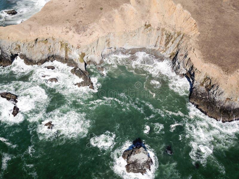坚固性加利福尼亚海岸线鸟瞰图  库存照片