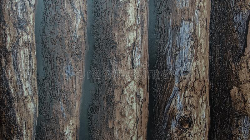 坚固性发光的塑料有黑暗的木日志样式背景 库存图片