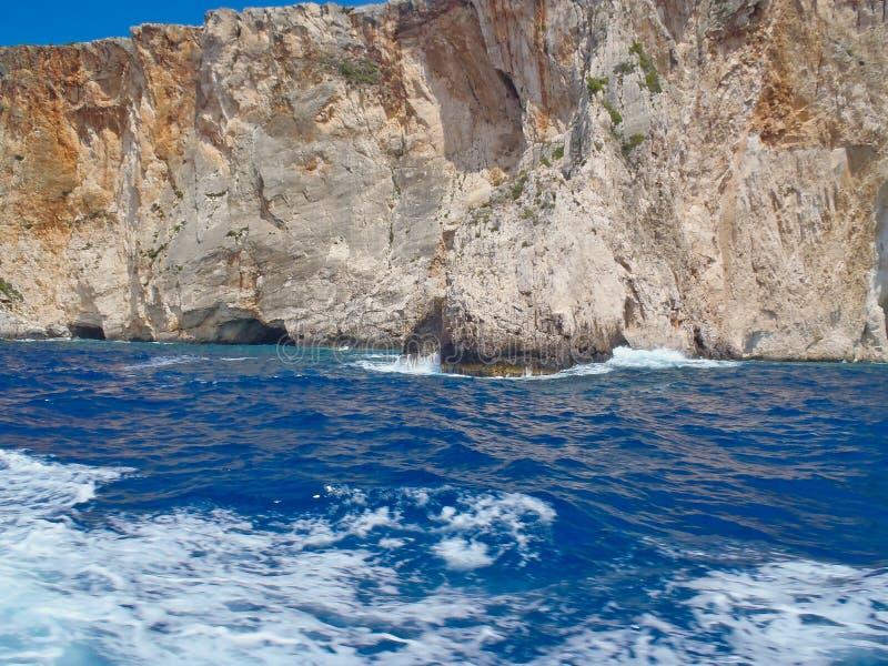 坚固性海岸线和洞,扎金索斯州希腊海岛,希腊 免版税库存照片