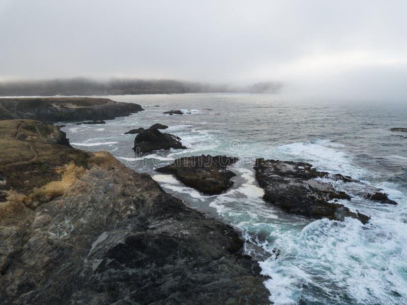 坚固性海岸线的空中图象在北加利福尼亚 库存图片