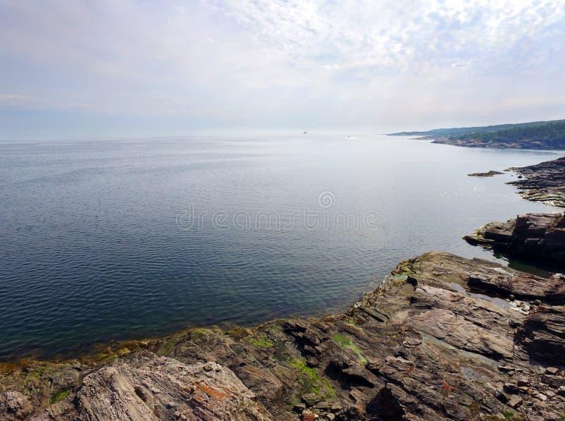 坚固性海岸线鸟瞰图  免版税库存照片