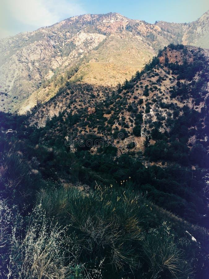 坚固性超现实主义的幻想山的风景 图库摄影