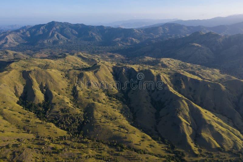 坚固性风景鸟瞰图在科莫多岛海岛上的 库存图片