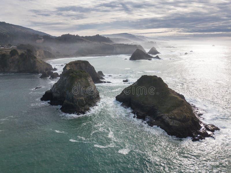 坚固性Mendocino海岸线天线在北加利福尼亚 库存照片