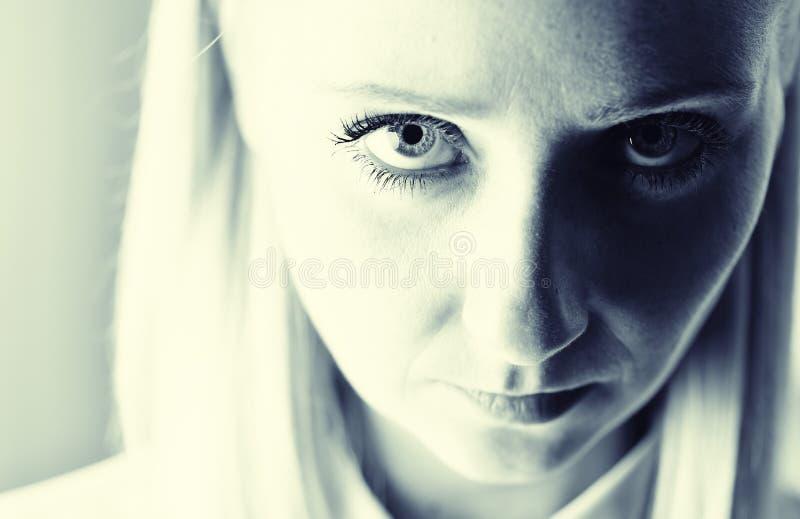 年轻坚定的妇女 免版税图库摄影