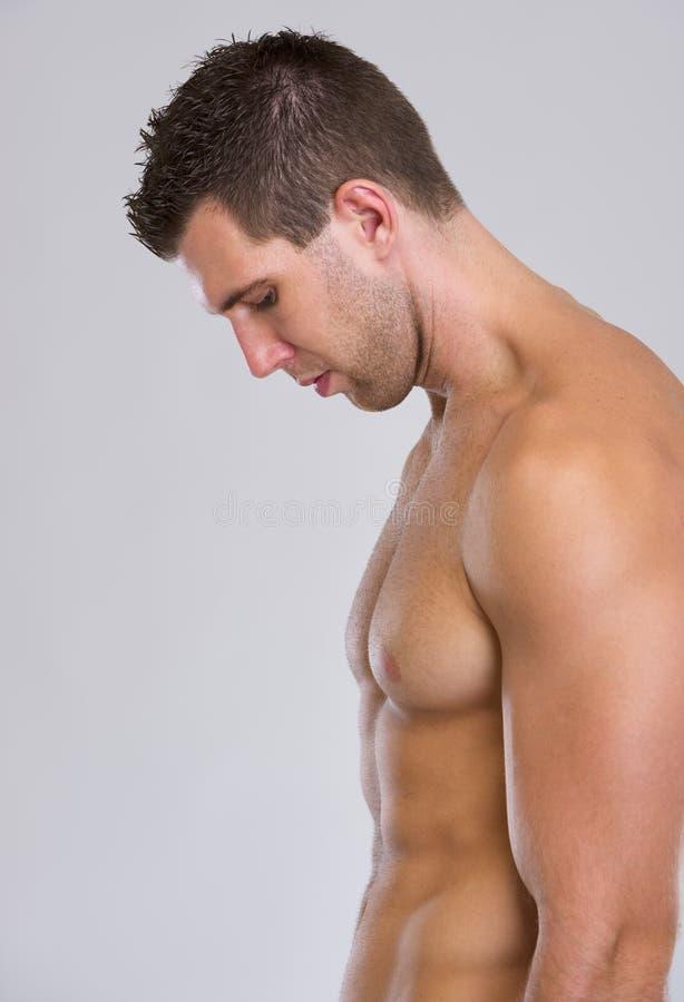 坚强的肌肉人配置文件纵向  库存照片