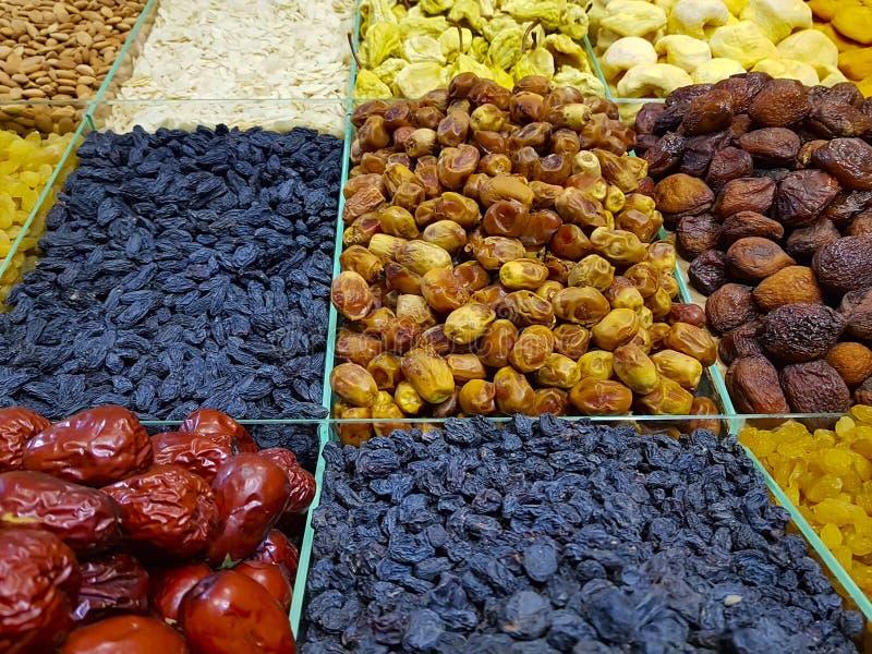 坚果,葡萄干,杏仁烘干了异乎寻常果子的背景 库存图片