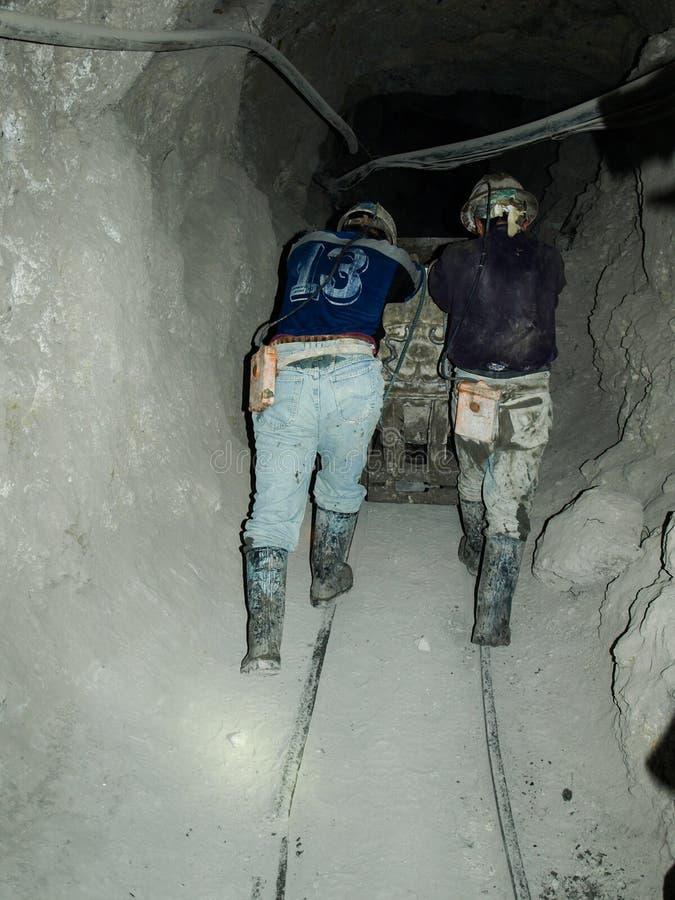 坚苦工作在银矿 库存照片