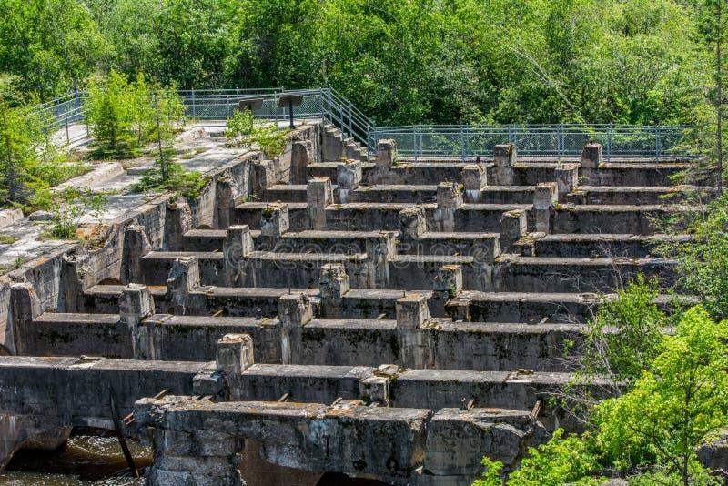 水坝废墟 免版税库存图片