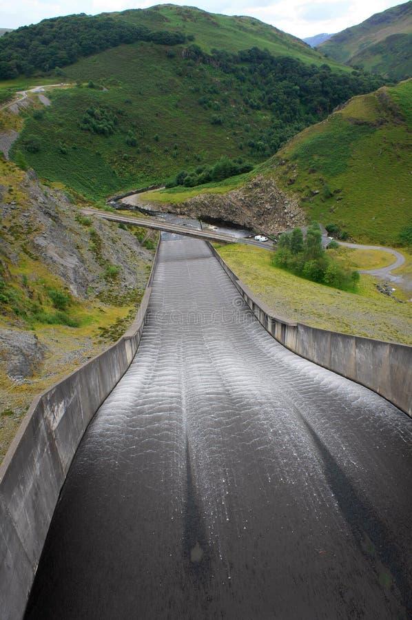 水坝溢洪道, Llyn Brianne,威尔士 免版税库存图片