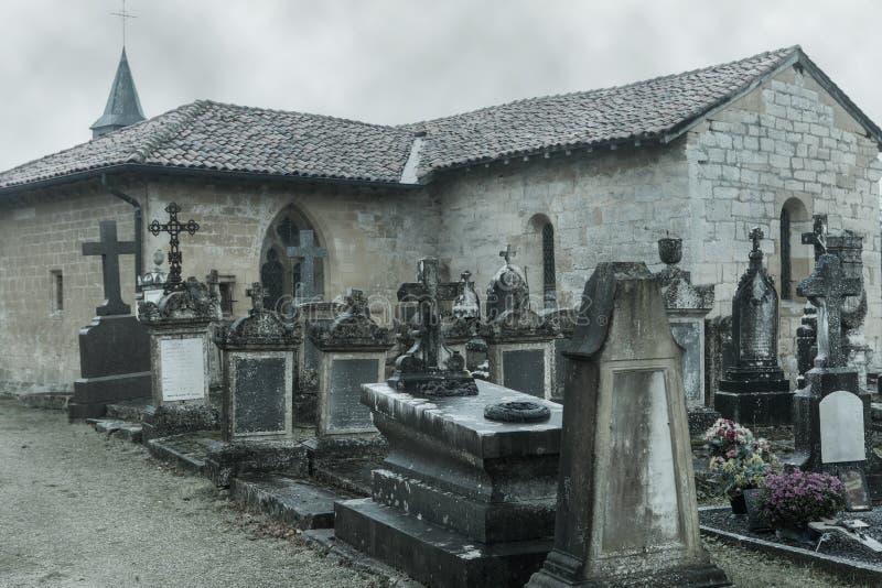坟园在秋天 免版税库存照片