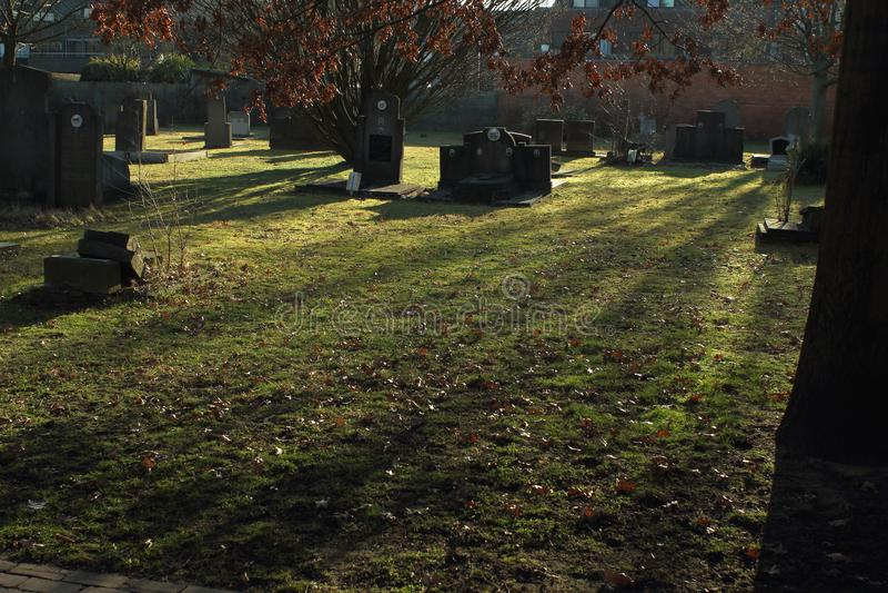 坟园在Geel,一小镇在富兰德,比利时 免版税库存图片