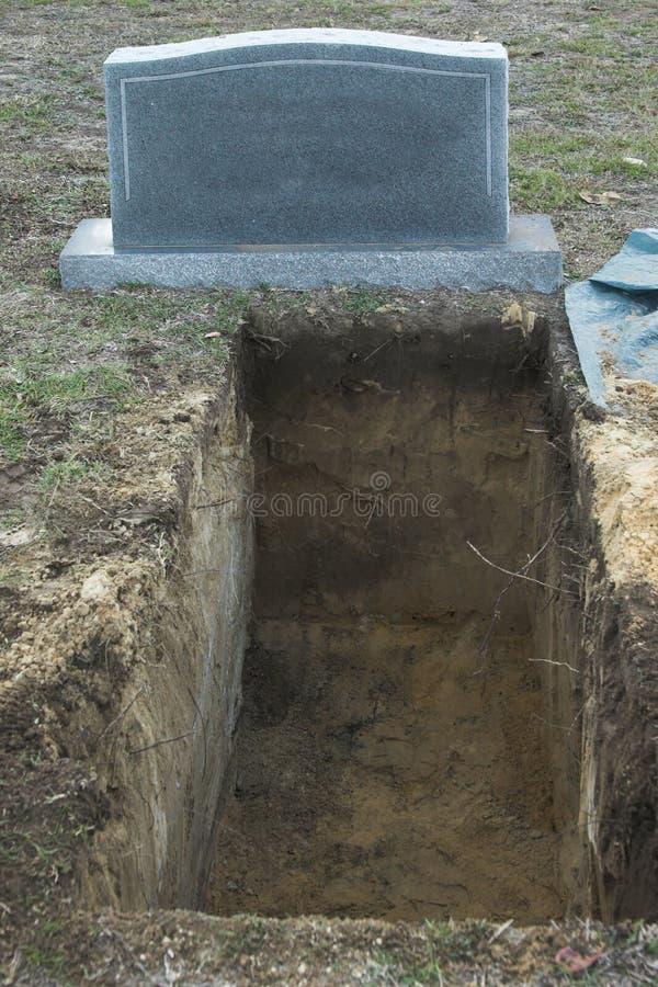 坟墓开放墓碑 免版税库存照片