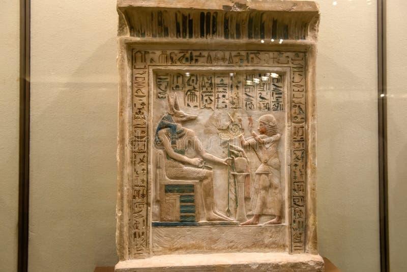 坟茔的壁画和装饰:古老埃及神和象形文字 免版税库存照片