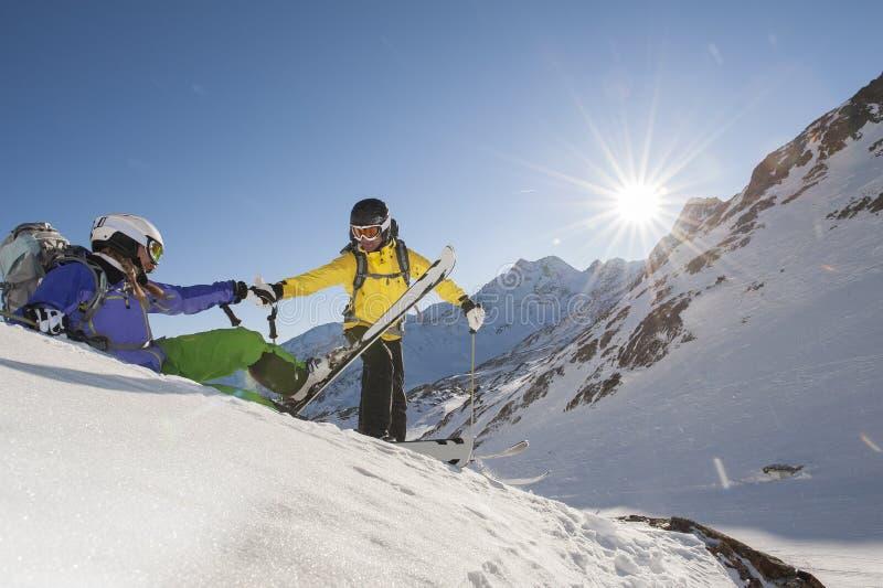 坡道滑雪-滑雪指南-滑雪抢救 图库摄影