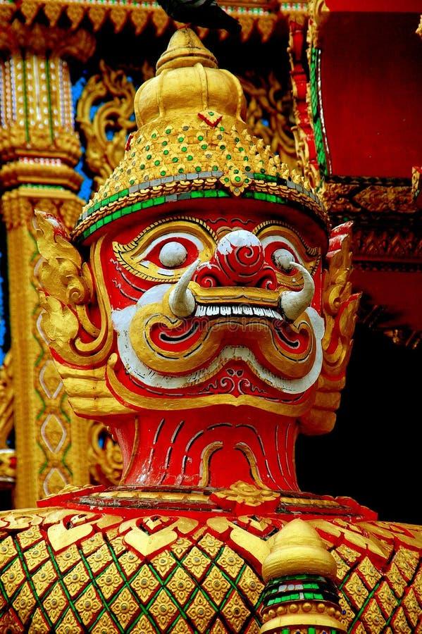 洛坤, Pathom,泰国:红脸监护人邪魔 免版税图库摄影