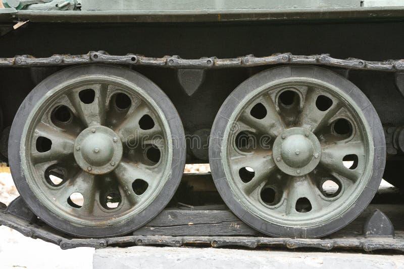 坦克毛虫,铁轮子,坦克飞机脚架关闭 免版税图库摄影