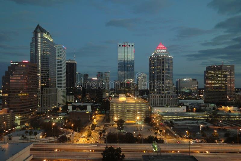 坦帕佛罗里达夜照片地平线街道视图 免版税图库摄影