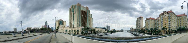 坦帕海岸线全景从城市桥梁,佛罗里达的 免版税图库摄影